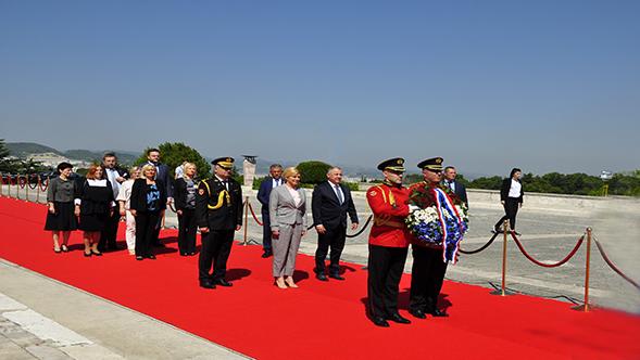 Vizita e Presidentes së Kroacisë tek Varrezat e Dëshmorëve