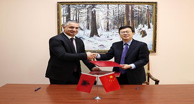 Nënshkrimi i marrëveshjes me Ambasadorin, Z. Zhou Ding